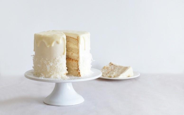 Bánh sinh nhật raffaege nhân chocolate hạnh nhân
