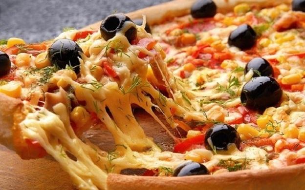 Cách làm bánh Pizza bò Ý ăn là ghiền