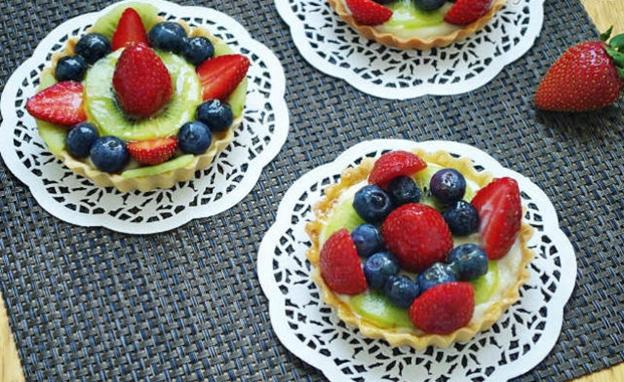 Cách làm bánh tart hoa quả hấp dẫn cho bé yêu