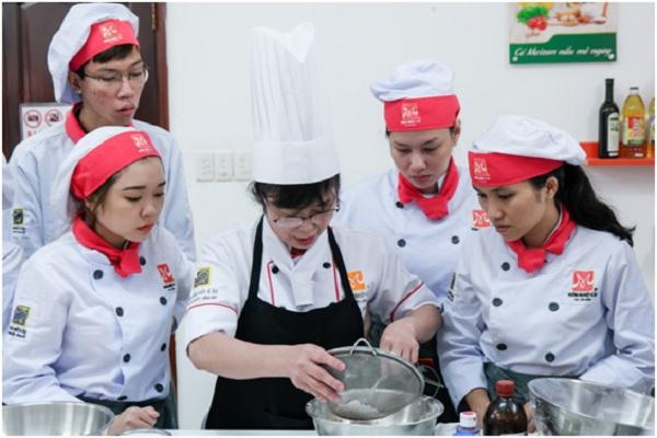 Lớp dạy làm bánh crepe sầu riêng