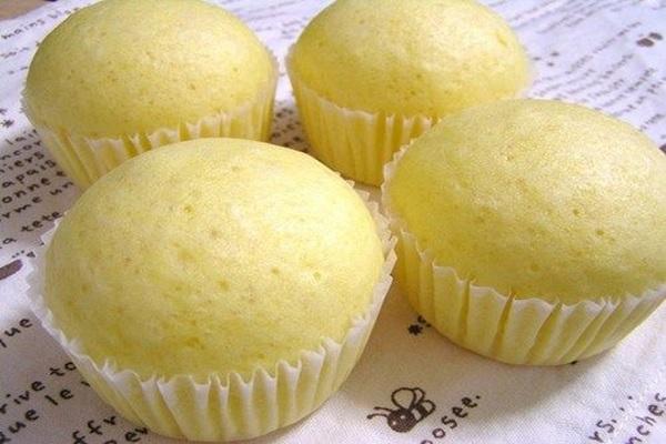 Tuyệt chiêu làm bánh bông lan hấp mềm mịn, thơm ngon