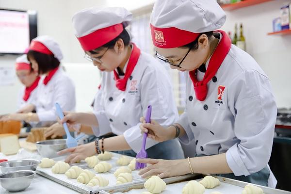 Nghề làm bánh ở Việt Nam: Điều kiện làm việc và cơ hội nghề nghiệp
