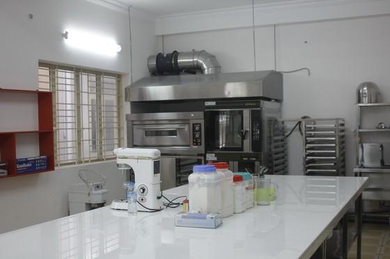 Gian Bếp của Bếp Bánh tại HNAAu được xây dựng mô phỏng theo mô hình Bếp của khách sạn 5 sao thu nhỏ