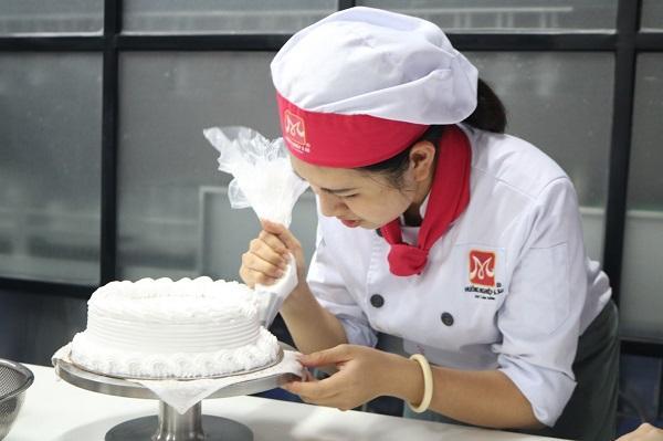 Học nghề làm bánh để mở tiệm bánh kem thành công