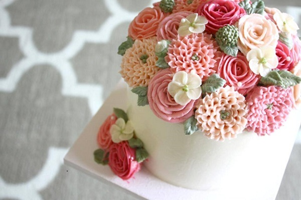 Kem bơ dùng để trang trí và bắt hình hoa