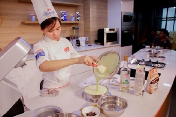 Khâu định hình và tạo hình bánh Mousse