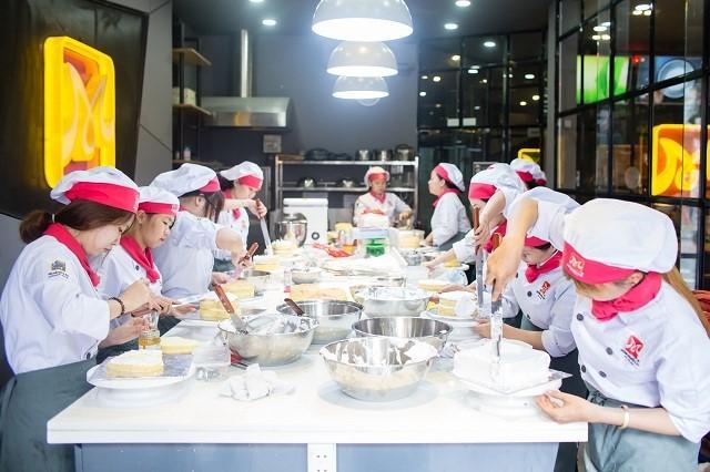 Tham gia các lớp học làm bánh