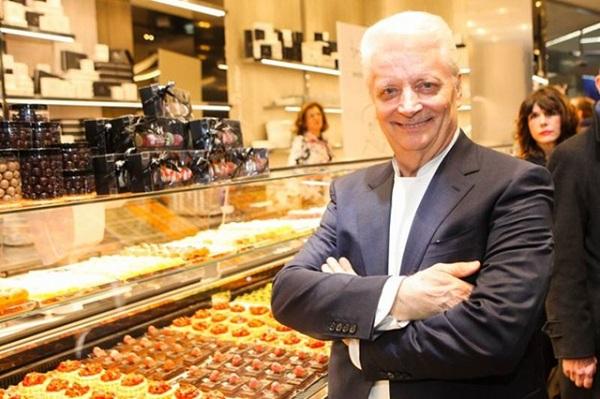 mở tiệm bánh trong ngân hàng