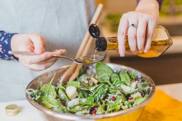 vinegar làm salad